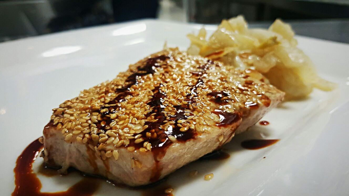medaglione-di-tonno-scottato-al-sesamo-e-salsa-ponzu-ristorante-corso-como-52-limbiate
